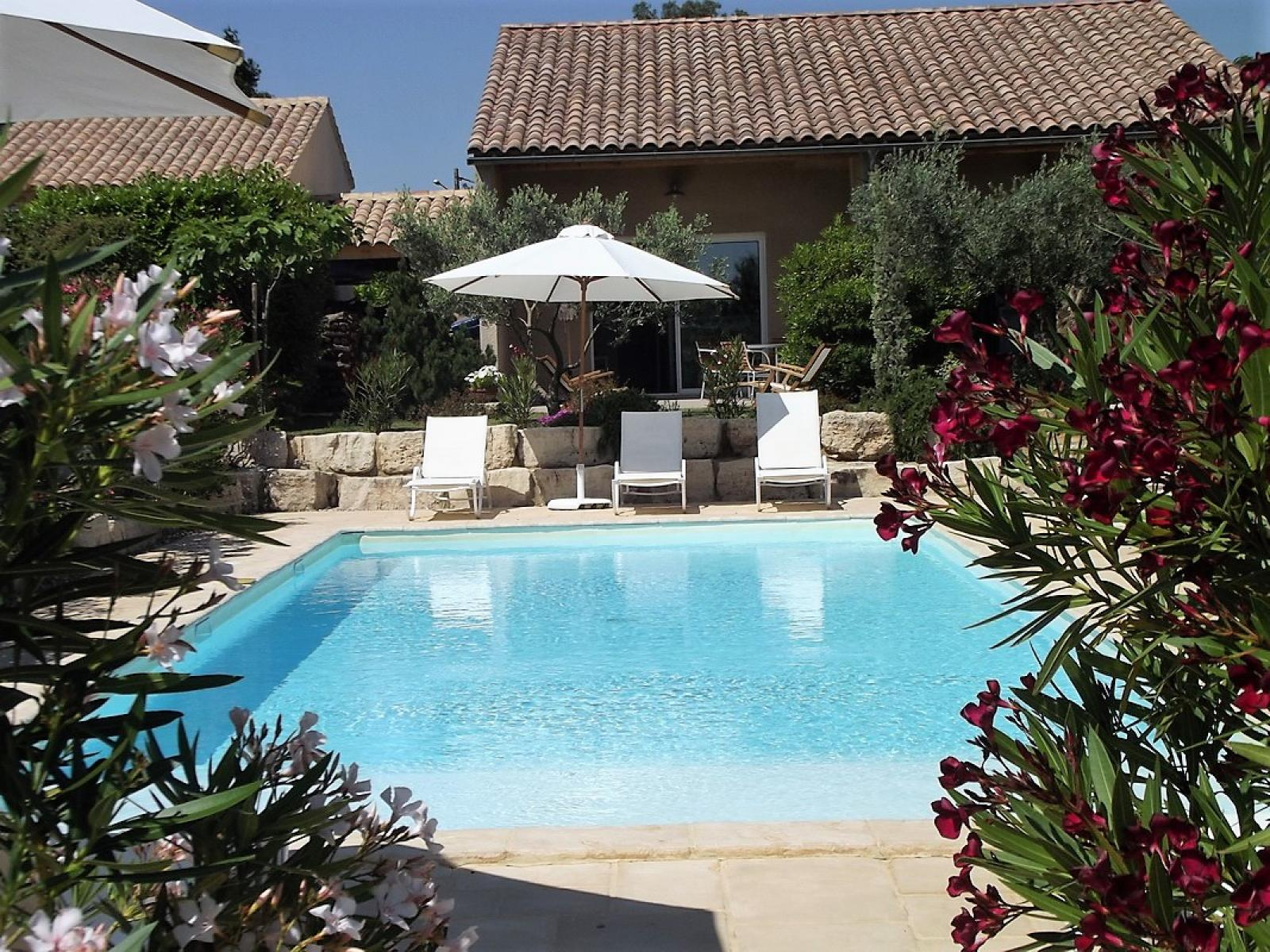 Annonce vente maison aigu ze 30760 600 m 1 390 000 for Abri piscine occasion le bon coin